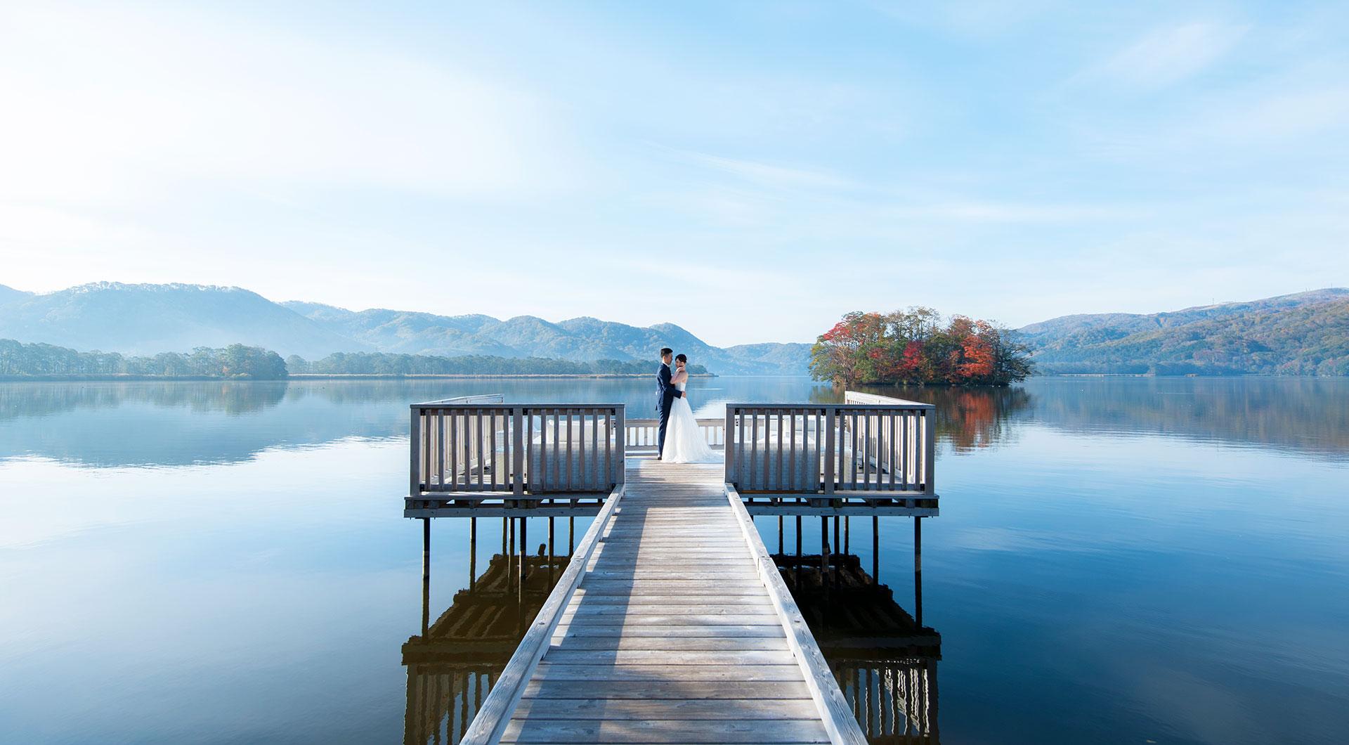 函館大沼の大自然に囲まれて過ごす、おふたりの新たな一日。
